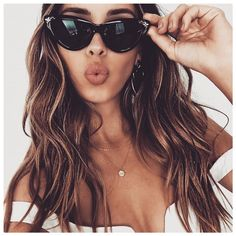 Balayage Blonde Ends - 20 Fabulous Brown Hair with Blonde Highlights Looks to Love - The Trending Hairstyle Brown Hair Shades, Brown Hair With Blonde Highlights, Brown Ombre Hair, Ombre Hair Color, Brown Hair Colors, Hair Highlights, Curly Hair Styles, Natural Hair Styles, Best Ombre Hair
