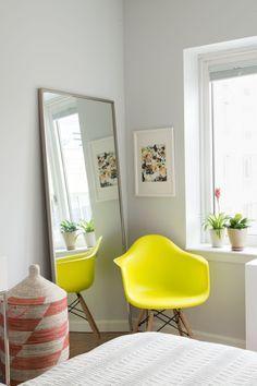I love this pop neon yellow!