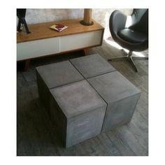 Table basse formée de 4 cubes carrés en béton massif gris moyen. Découvrez ce concept modulaire pour petits ou grands espaces. Usage intérieur et extérieur