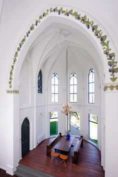 Zecc Architecten have transformed an old Catholic church in a bright house. The old Catholic Church is converted into a spacious house Utrecht, Church Conversions, D House, Old Churches, Abandoned Churches, Interior Decorating, Interior Design, Design Interiors, Chapelle