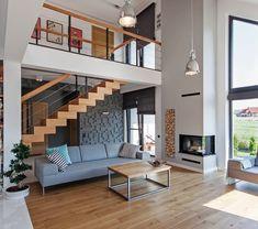 Kominek planuje się już na etapie projektu domu. Dotyczy to też wyglądu jego obudowy, który może zależeć od tego, czy będzie on ogrzewać jedno, czy kilka pomieszczeń. Kominek w salonie czy sypialni powinien współgrać z aranżacją, wymaga zatem przemyślenia od podstaw. Loft House Design, Unique House Design, Loft Apartment Decorating, Apartment Interior Design, Model House Plan, Dream House Interior, Home Ceiling, House Inside, Staircase Design