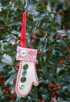 Oliver + S Holiday Mitten Ornament free pattern