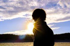 Child walking toward the sun on the beach Antelope Canyon, Silhouette, Beach, Nature, Travel, Jars, Naturaleza, Viajes, The Beach