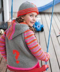 S8904 - Peppige Mädchen mögen peppige Kleidungsstücke. So wie diese Kapuzenjacke aus dem Leuchtgarn Schachenmayr Lumio Fine. Raglanschnitt und Reißverschluss sorgen für einen bequemen Sitz, und die frechen Streifen sowie farblich abgesetzten Saum- und Reißverschlusskanten sind das Tüpfelchen auf dem i. Der Knüller: Die Leuchtfäden, die im Dunkeln Licht reflektieren! #LumioFineWolle