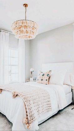 Room Design Bedroom, Room Ideas Bedroom, Home Bedroom, Bedroom Decor, Master Bedroom, White Comforter Bedroom, White Gold Bedroom, White Bedrooms, Bedroom Inspo