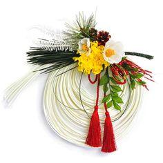 家を守ってくださる歳神様をお迎えする目印として飾られるお正月飾り。新年の門出をお祝いする気持ちを込めた贈りものとして、ご用意しました。モダンなベースに、プリザーブドやアーティフィシャルの縁起の良い松や花ばなをあしらった上品なデザインです。※12月1日(木)以降のお届けになります。                                                                                                                                                                                 もっと見る