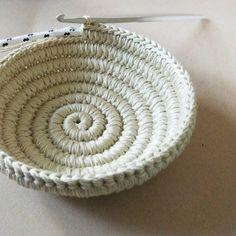 crochet basket pattern yin yang jewelry dish 6 photo tutorial jewelry organizer crochet christmas gift for her yin yang jewelry dish and paisley - PIPicStats Crochet Patterns Bag Its coming along… Etsy Penye iplikten sepet Penye iplikten sepet Source by Crochet Bowl, Crochet Basket Pattern, Free Crochet, Knit Crochet, Crochet Patterns, Crochet Ideas, Loom Knit, Crochet Baskets, Crochet Basket Tutorial