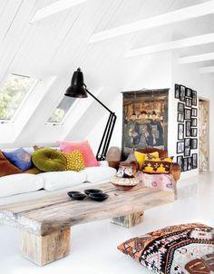 dekoartikel wonzimmer rustikaler couchtisch weißes sofa