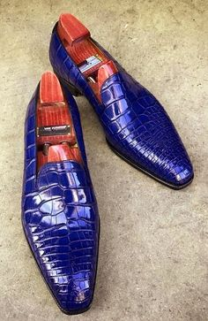 Handcrafted men's alligator skin slip-on loafers classic business shoes, This pair of alligator slip-on loafers will be an excellent pick for you to flaunt your fine taste in fashion with a great verve. Loafers Outfit, Loafer Shoes, Tassel Loafers, Loafers Men, Next Shoes, Best Shoes For Men, Business Shoes, Mens Boots Fashion, Leather Moccasins