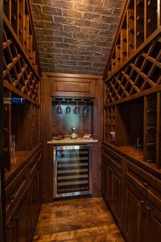 Traditional Wine Cellar Design Ideas, Pictures, Remodel and Decor Bar Under Stairs, Under Stairs Wine Cellar, Closet Under Stairs, Wine Cellar Basement, Caves, Home Wine Cellars, Bar A Vin, Wine Cellar Design, Wine Cabinets