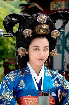 Korea, Joseon Dynasty, Ceremonial Costume of Highest ranking Royal Consort, Keun Meori Hairstyle, Another staggering look at ceremonial dress for the K-drama _Dong Yi_ Korean Hanbok, Korean Dress, Korean Outfits, Korean Traditional Dress, Traditional Fashion, Traditional Dresses, Oriental Fashion, Ethnic Fashion, Korean Fashion