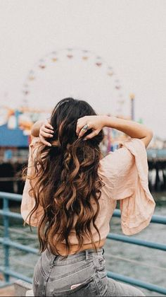 Let's chase sunsets, go on ferris wheels and be carefree ✨ @chelanii is wearing her Ombre Chestnut @luxyhair extensions in this pic ❤️