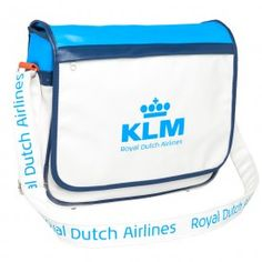 With this multifunctional KLM reporter bag you'll look representative.