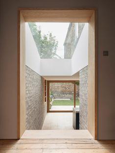 Al-Jawad Pike Private House, Stoke Newington, London — Architecture Architecture Details, Interior Architecture, Interior And Exterior, London Architecture, Windows Architecture, Exterior Tradicional, Interior Minimalista, Design Minimalista, London House