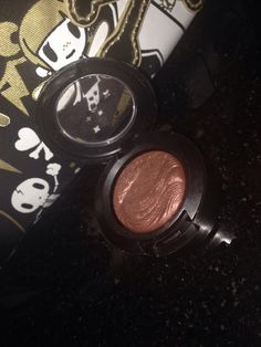 MAC limited edition eyeshadow in Amorous Alloy. Hardly Used, sanitized