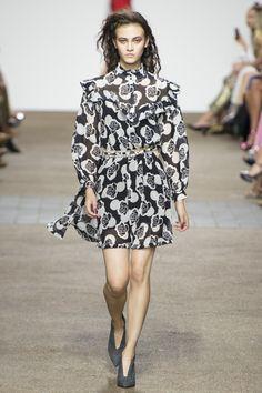 Topshop Unique Spring 2017 Ready-to-Wear Fashion Show - Greta Varlese