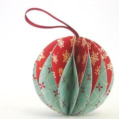 How to make gorgeous paper Christmas ornaments (Diy Paper Ornaments) Easy To Make Christmas Ornaments, Homemade Christmas Decorations, Handmade Christmas, Christmas Diy, Homemade Ornaments, Homemade Gifts For Christmas, Simple Christmas Crafts, Homemade Christmas Ornaments, Christmas Tree Decorations To Make