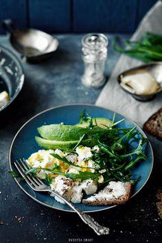 scrambled tofu + avocado/arugula salad