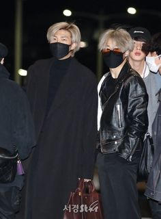 """""""rule 1 do not zoom in namjoon in pictures if you see jimin is next to him"""" Jimin Airport Fashion, Bts Airport, Airport Style, Namjoon, Seokjin, Hoseok, Taehyung, Korean Bands, South Korean Boy Band"""
