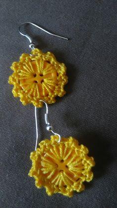 Crochet Earrings Pattern, Crochet Jewelry Patterns, Crochet Buttons, Crochet Flower Patterns, Crochet Bracelet, Crochet Accessories, Crochet Designs, Crochet Flowers, Hello Kitty Crochet