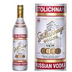 Stolichnaya / Se obtiene a partir de granos del trigo y centeno de Tambov, una ciudad situada en la región de tierra negra de Rusia. Esta mezcla de grano es lo que da a Stolíchnaya su final picante, algo particular de los vodkas rusos
