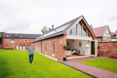 A Modern Barn Conversion Real Homes by Two Storey Barn Conversion Real Homes Contemporary Barn, Modern Barn, Modern Exterior, Exterior Design, Barn Conversion Exterior, Barn Conversions, Barn House Conversion, Bungalow Conversion, Beach House Style
