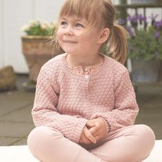 Littlellama.dk cardigan. I love the pastels and softness. ❤☀