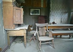 Desk, chair, table: inside of a house. Old Abandoned Buildings, Old Buildings, Abandoned Places, Bodie California, Places In California, Derelict House, Old House Dreams, Ghost Towns, Desk Chair