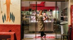 No Clandestino, Bel Coelho desconstrói o restaurante tradicional, abre só uma semana por mês - e vive bem   Negócios Criativos   Projeto Draft A chef conta como optou por não buscar lucros estratosféricos nem uma vida de luxos. Escolheu ter autonomia e criou um negócio financeiramente saudável.