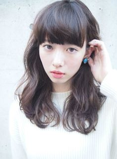(notitle) Sure, the bushy perms of the might be out of vogue, but there are abundance (generic t Medium Long Hair, Medium Hair Styles, Curly Hair Styles, Natural Hair Styles, Lob Hairstyle, Permed Hairstyles, Hairstyles With Bangs, Cut Her Hair, Love Hair