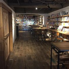 素敵な大人女性の隠れ家。今行くべきおしゃれ図書館べスト6 - Locari(ロカリ) Conference Room, Restaurant, Space, Book, Table, House, Furniture, Home Decor, Floor Space