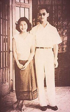 King Bhumipol Adulyadej (Rama IX) the great and Queen Sirikit of Thailand King Rama 10, King Bhumipol, King Of Kings, King Queen, Thailand Monarchy, King Thailand, Queen Sirikit, King Photo, Bhumibol Adulyadej