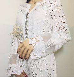 Modest Dresses, Girls Dresses, Fandom Outfits, Pakistani Outfits, Kurta Designs, Work Shirts, Sleeve Designs, Stylish Girl, Kurtis