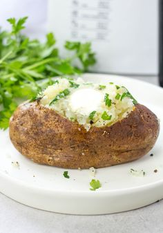 Air Fryer Baked Potatoes are a great side dish with olive oil rubbed potatoes cooked in an air fryer with some sea salt and ground pepper. Air Fryer Recipes Vegetarian, Air Fryer Oven Recipes, Air Frier Recipes, Air Fryer Dinner Recipes, Cooking Recipes, Air Fryer Baked Potato, Baked Potatoes, Air Fryer Cooker, Air Fryer Cooking Times