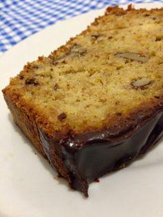 Easy Banana Bread, Banana Bread Recipes, Cake Recipes, Sweet Desserts, Sweet Recipes, Carrots N Cake, Cake Piping, Portuguese Recipes, Portuguese Food