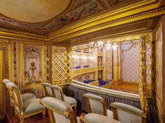 Louis XV had his architect create a very discreet and private Royal box for the Opera at Versailles. Adjacent to the box is an elegant lobby for some of the courtiers. Versailles, Louis Xvi, Furniture Styles, Beautiful Interiors, Midi, Mansions, Interior Design, Architecture, Furnitures