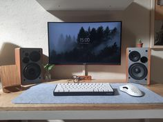Pc Setup, Room Setup, Computer Setup, Gaming Setup, Workspace Inspiration, Things I Want, Desks, Big, Mesas