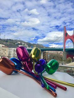 Nos encantan los tulipanes. Sobre todo los que tenemos aquí en nuestra ciudad. ¿Os gustan también a vosotros? :D   #spain #spanish #courses #language #study #learn #learnspanish #studyspanish  #photo #photography #architecture #art #street #streetart #museum #colour #Bilbao #city