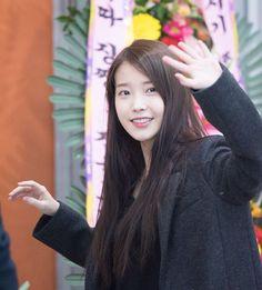 """""""151213 IU Arriving Gwangju Chat-Shire Concert"""""""