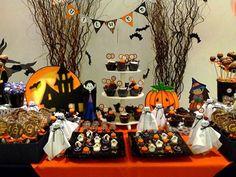 🎃 Vem aí, o mês em que bruxas, fantasmas e monstros estão soltos! 🎃 Apesar de o Halloween ser uma comemoração tipicamente americana, este tipo de festa faz sucesso no Brasil, principalmente entre as crianças!