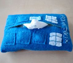 pocket tardis tissue holder...a must-have for every single fan who isn't heartless (I'm looking at YOU, baby brother)