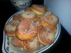 Rosquinhas fritas de leite condensado  Ficaram uma espécie de Donuts...muito boas mesmo ,e o melhor de tudo é que são muito fáceis de fazer.