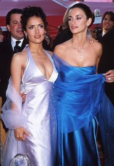 17 Times Salma Hayek and Penélope Cruz Showed Us All What True Friendship Looks Like Selma Hayek, Salma Hayek Penelope Cruz, Taurus, Salma Hayek Style, Salma Hayek Pictures, 90s Fashion, Fashion Outfits, Actrices Hollywood, Top Celebrities