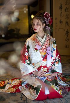 Odin's Grey Hawk — ka-go-me: . Kimono Diy, Kimono Dress, Kimono Japan, Japanese Kimono, Traditional Kimono, Traditional Outfits, Yukata, Kimonos Fashion, Wedding Kimono