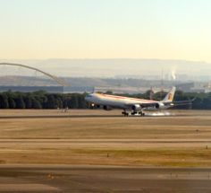 A340-600 de @Iberia Líneas Aéreas posando en Madrid