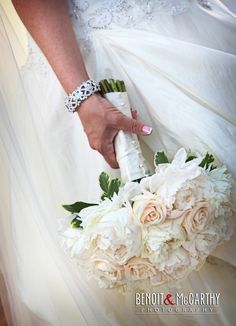 Slight hint of color for the brides boquet