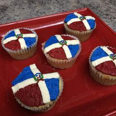 Dominican Republic flag cupcakes with buttercream Dominican Republic Food, Dominican Food, Dominican Independence Day, Themed Cupcakes, Baking And Pastry, Caribbean Recipes, Cupcake Cakes, Cupcake Ideas, Deserts