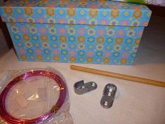 Como hacer un armario y perchas para muñecas Nancy   Belleza Barbie, Couture, Diy, Sunglasses Case, Lunch Box, Dolls, Minis, Doll Furniture, Crafts To Make