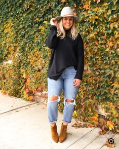 Mom jeans and booties Curvy Girl Outfits, Mom Outfits, Plus Size Outfits, Casual Outfits, Fashion Outfits, Womens Fashion, Fashion Boots, Curvy Fashion, Plus Size Fashion