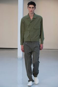 Lemaire - Spring 2016 Menswear - Look 10 of 27?url=http://www.style.com/slideshows/fashion-shows/spring-2016-menswear/christophe-lemaire/collection/10
